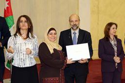 صورة الرزاز يكرم معلمات وموظفات بمناسبة يوم المرأة العالمي