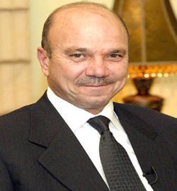 صورة الفايز ورئيس مجلس الوزراء الكويتي يبحثان علاقات التعاون المشترك