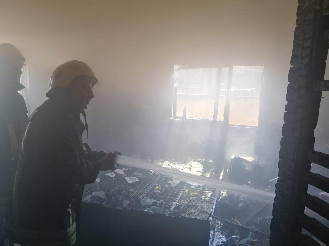 , اصابتان بحريق غرفة في النعيمة