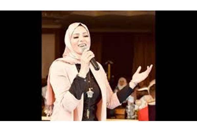 صورة نجمة «ذا فويس» تخلع الحجاب وتعلق بتصريح صادم