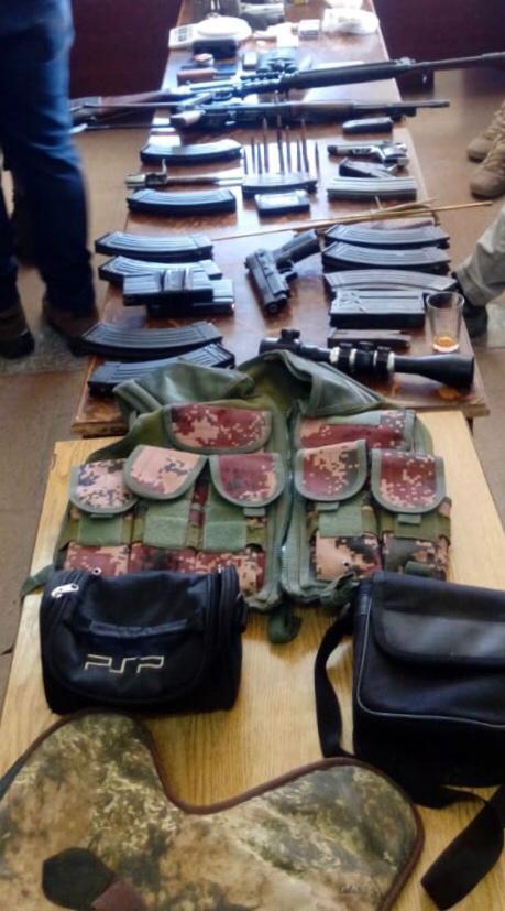صورة الامن ينفذ حملة ويقبض على 7 اشخاص وضبط سلحة نارية ومخدرات