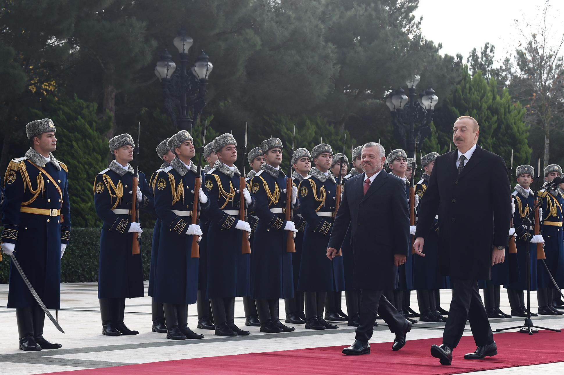 , الملك والرئيس الأذربيجاني يعقدان مباحثات في باكو .. صور