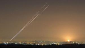 صورة بعد دقائق من تهديدات نتنياهو .. إطلاق قذائف صاروخية من قطاع غزة باتجاه مناطق الغلاف