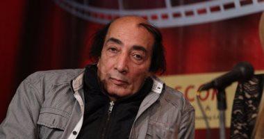 صورة نقل الفنان المصري عبد الله مشرف للمستشفى بعد الاشتباه فى إصابته بجلطة فى المخ