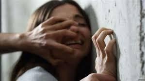 """صورة اغتصاب طفلة على يد والدها وشقيقها التوأم:""""أجبراني على معاشرتهما حتى أنجبت طفلاً"""""""