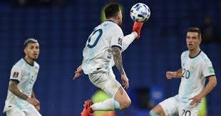 """صورة تحكم """"إعجازي"""" لميسي يخطف الأضواء في مباراة الأرجنتين وباراغواي"""